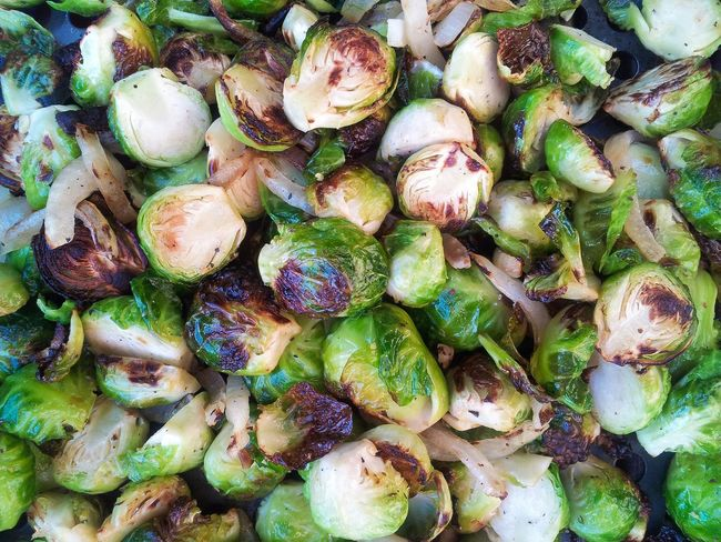 Grilling brussel sprouts and onions Brusselsprouts Brussel Sprouts Grilling Vegetables Grilling Food Foodphotography Vegetarian Food Fresh Vegetables Vegetarian Food Photography Barbecue Barbeque Vegetarian Lifestyle  Vegetable Fresh Freshness Close-up Yummy Yum Upclose