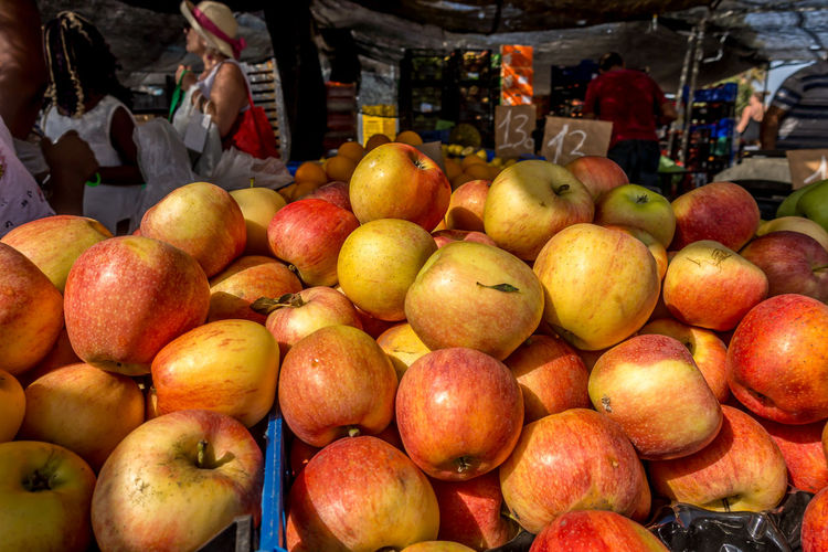 Fruit Healthy Eating Market Food Retail  Food And Drink Market Stall Freshness Wellbeing For Sale Apple - Fruit Sale Business Incidental People Small Business Variation Outdoors Apple Retail Display Orange Street Market Roquetas De Mar Street Market SPAIN Almería