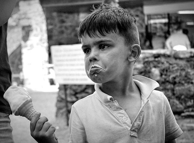 ShareTheMeal Glaces Glace Enfant Enfance ! ❤ Enfance Scene Photography Meal Eating Eat Eat And Eat Ice Cream Plaisirsimple Plaisir Pleasure Simplicity Black And White Black And White Photography Ireland🍀 Ireland Children Boudeur