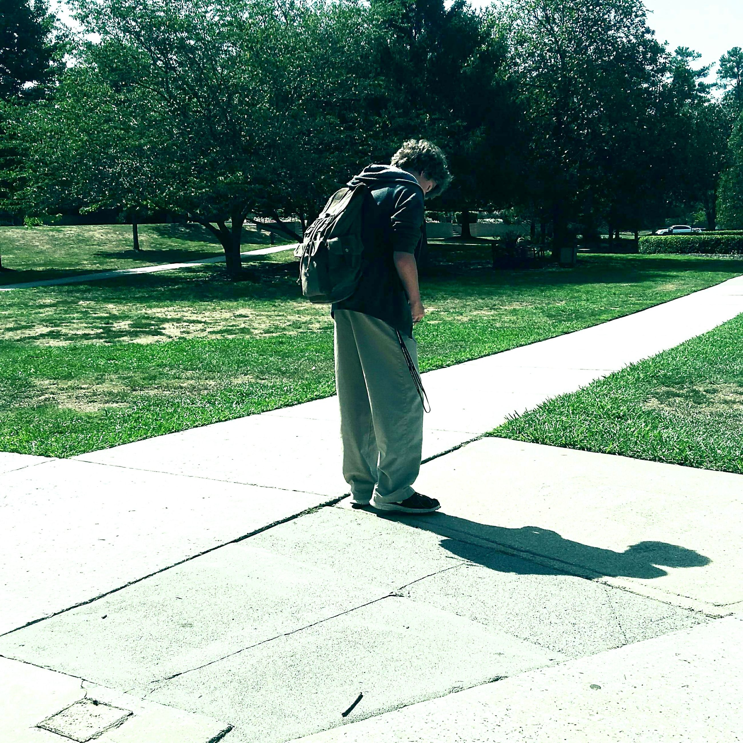 full length, one person, leisure activity, outdoors, real people, day, grass, tree, only men, adults only, one man only, adult, nature, people, golfer