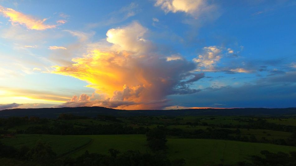 Explosão de cores no entardecer Dronephotography Drone  Rural Aerial View Aerial Shot Clouds And Sky Aerial Photography Clouds Sky And Clouds Cloud Sun Sunset Dramatic Sky Landscape Nature Social Issues Sunset Scenics Rural Scene Extreme Weather Beauty In Nature Cloud - Sky Mountain Outdoors Tree Beauty Sky Day
