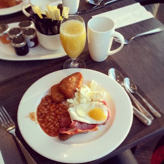 Breakfast! Jealous much? ;) Goodmorning Breakfast Hiltonhotel Hilton wembley startthedayright winning