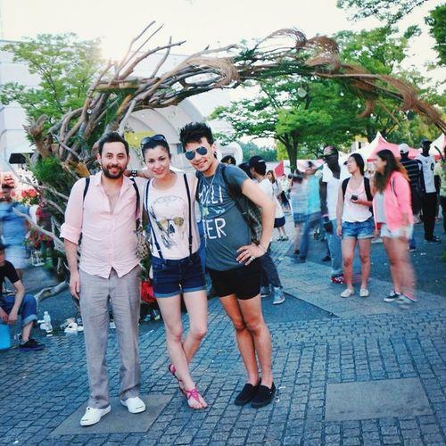 Whith friends in Yoyogi Park - Japan /Caribbean and Latin America Festival Gayboys Festival Japan HOLLISTER