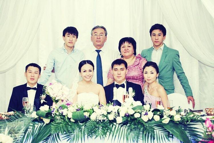 Свадьба у родной сестры! вся семья в сборе, но и недавно женился мой родной брат, который рядо