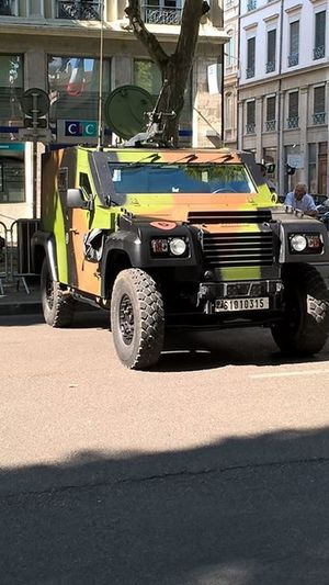 Lyon : Défilé du 14 Juillet dans le superbe quartier du 6em arrondissement