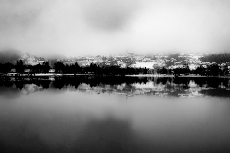 lake Eyeem Market A Day In The Life Black & White FragranceOfNature Pure Wood Beauty In Nature Elements Foggy Lakeshore Outdoor Scene Scenery Timeslot Water