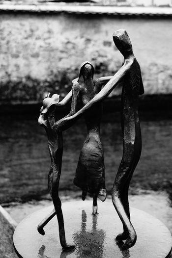 Blackandwhite Family Statue Eisen Familie Schwarzweißfotografie Zwiefalten Familienglück