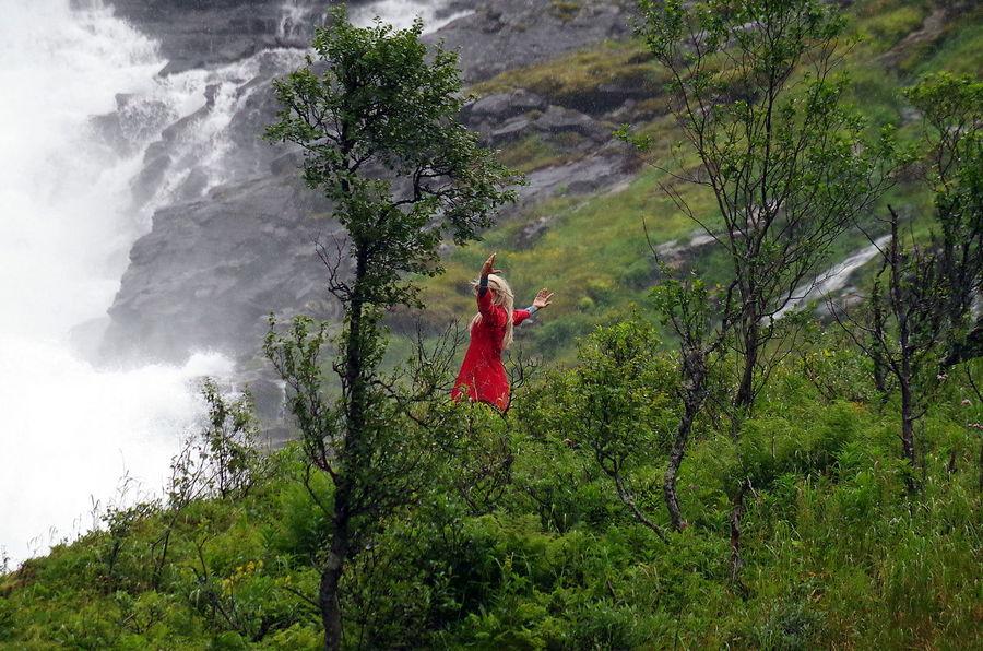 Waldfeetanz am Kjosfossen (Wasserfall) ... an der Flåmsbana in Norge Dance Draußen Fée Flamsbana Kjosfossen Natur Nature Norge Norway Norwegen Outdoors Tanz The Magic Mission Wasserfall Waterfall My Year My View TCPM