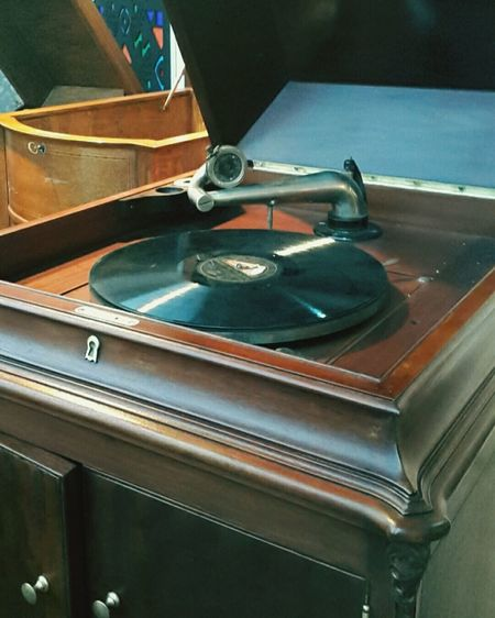 Plak Modern Vintage Retro Oldiesbutgoldies Musical Instrument Brown Oldie  Hello World