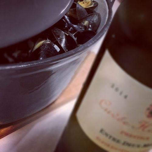 La vie. Moules au Gorgonzola. Hortense. Cheeseislife Mussels Moules Gorgonzola Entredeuxmers Whitewine Seafood Wine Bordeaux Saintbrieuc
