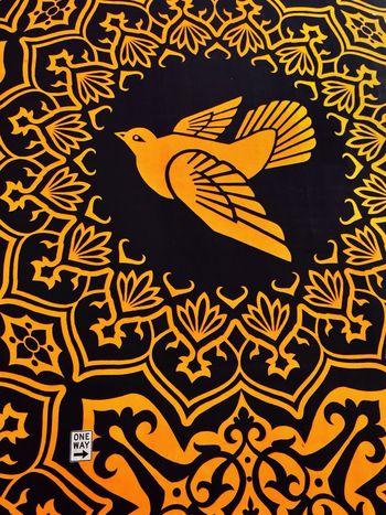 Streetart Shepard Fairey Yellow