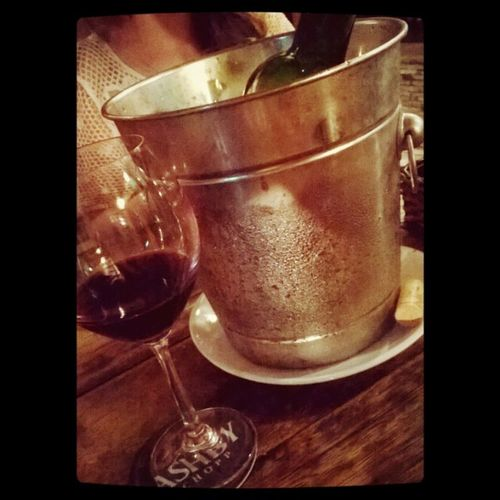 Cheers !!!! @maricportella @tamyrisp Wine Vinhochileno Amizadesdebandidagem Noite adega gourmet as3