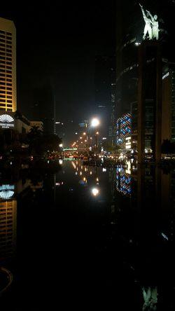 Tugu Selamat Datang Bunderan HI Mirror Note4photography Note4 Landmark Monumen Monuments City Lights City Night Jakarta INDONESIA Urban Geometry Cities At Night