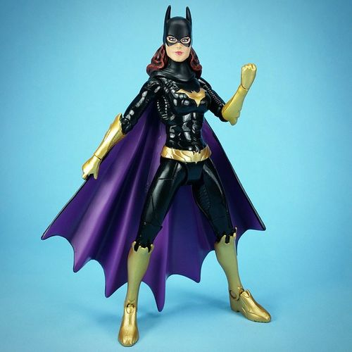 I 💜💛 the way the colors pop on this Batgirl figure.