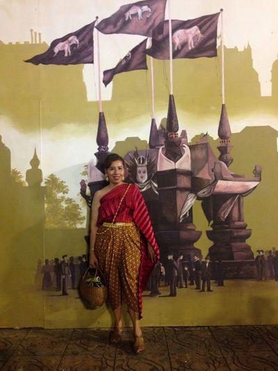 I'm wearing in Thai treadiion ลานพระบรมรูปทรงม้า อุ่นไอมาง Child Day Children Only One Person