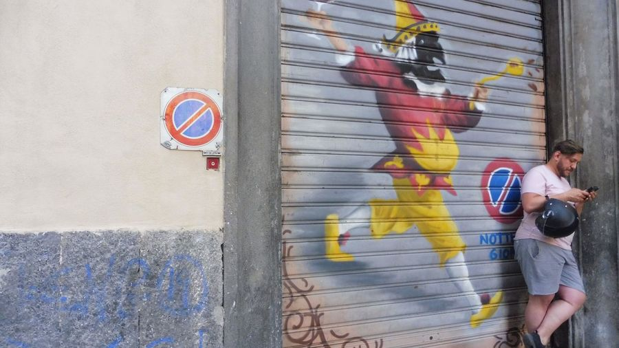 Napoli EyeEm Selects Creativity Graffiti Wall - Building Feature Men City Real People Day Young Men Lifestyles People Street Art Casual Clothing Art And Craft Outdoors Street