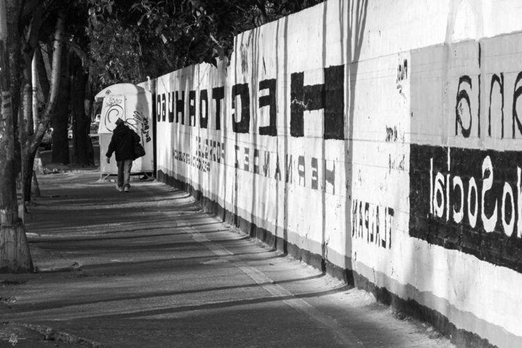 Caminando por las letras Blackandwhite Streetphotography Shadow Tipography Streetphoto_bw Trees Mexico City Vanishing Point