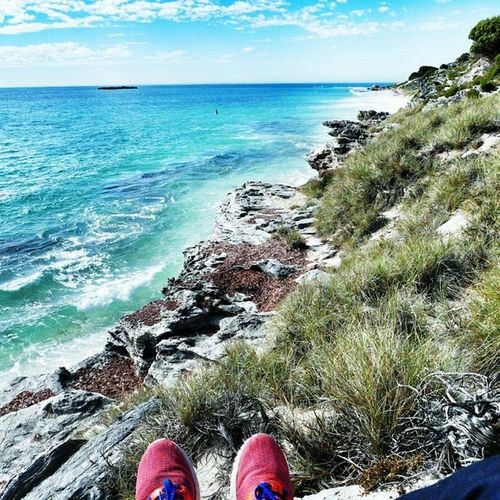 Chill on the Beach in the middle of Rottnestisland 👉✌😍🏄🌊💓💜☺ Traveling lovemylife perthcity australia sea instagood vsco like4like feets cliff rock bluesky lifeisridenow lifeisride