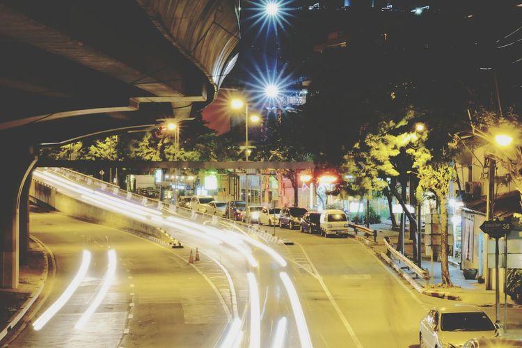 Night Illuminated Light Trail Long Exposure Speed Traffic Street Light City Street Street Motion Road City Outdoors Cityscape City Night Lights City Night City Night Photo City Night Life Bangkok Night Bangkok Thailand.