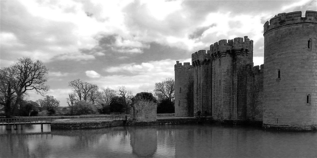 Dramatic Angles Architecture Built Structure Building Exterior Water Tree Sky Cloud - Sky Lake River Cloud Waterfront Outdoors Day Tranquil Scene Cloudy Tranquility Nature No People In Front Of Castle Bestoftheday Today's Hot Look Modern Art Gallery Bodiam Castle black and white