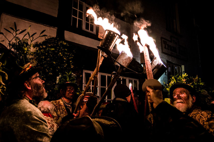 Eardisley, Herefordshire, UK. 6/7/2017. Members of the Leominster Morris folk dance group take part in a Mummers Play and torch lit Wassailing ceremony on the Epiphany, also widely known as Three Kings Day, or even Dia de los Tres Reyes Magos. The Christian holiday is typically celebrated 12 days after the Christmas in the Gregorian calendar, and serves, traditionally, to commemorate the baptism of Jesus. The holiday was also associated with the three kings' visit to the Christ child. Epiphany is used to describe the final day of the 12-day Christmas celebrations, as well as the season of Epiphany. Epiphany is celebrated globally within the Roman Catholic, Protestant and Eastern Orthodox faiths. Countries, from Mexico and Switzerland to Germany and Spain, observe the religious holiday. Adult Celebration Christmas Eardisley Epiphany Flame Herefordshire Illuminated Leominster Morris, Men Night Outdoors People Tradition Tree Twelfth Night Wassail