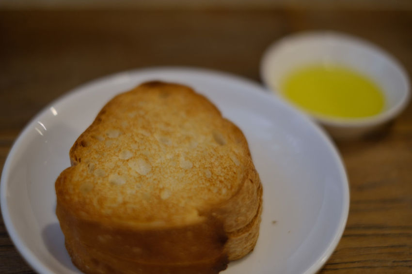FUJIFILM X-T2 Food And Drink OSAKA Osaka,Japan Bread Close-up Focus On Foreground Food Fujifilm Fujifilm_xseries Healthy Eating Olive Oil Ready-to-eat Serving Size Table X-t2 おおさか ばん 京橋