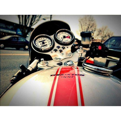 Waiting to meet a friend for BBQ! Triumph Thruxton Motorcycle Evening bike