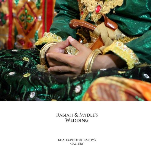 Rabiah & Mydle'Wedding Menunggu waktu pelaksanaan ijab qabul. Lancarkanlah... Wedding Party Wedding_indonesia Wedding_bugis Baju_bodo wedding weddingclip grayscalephotography