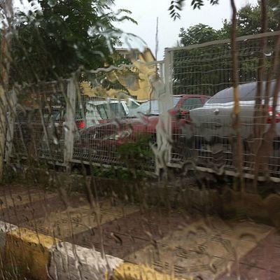 Istanbul Sisli Etfal Hastane cikisi otopark yagmur rain nature manzara kaldirim sokak