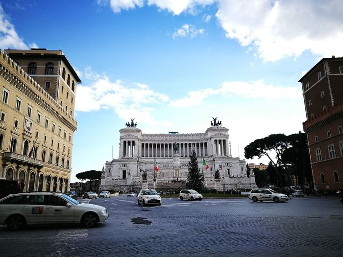 Rome Italy🇮🇹 Piazza Venezia Moving Around Rome Taxi Altare Della Patria EternalCity