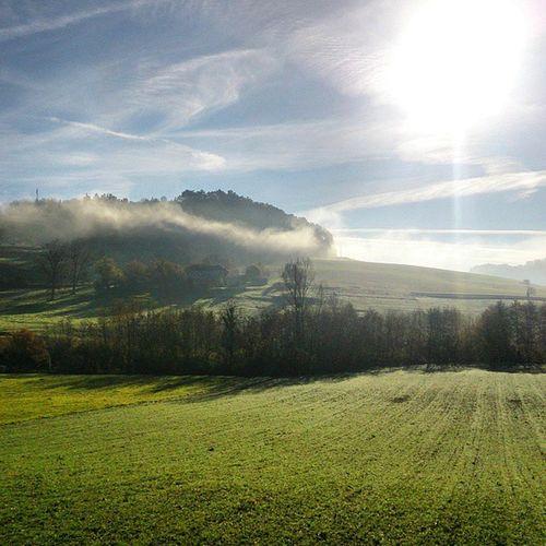 La Drôme des collines se réveille en toute quiétude. À vélo, c'est encore plus beau. Lanatureestmonyoga Paysage Nature automne