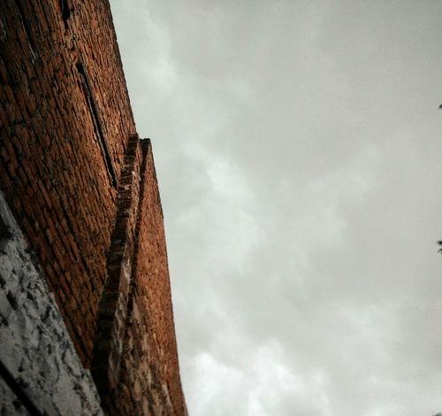 Rainy day Low Angle View Cloud - Sky Outdoors Sky No People Day Architecture Textured  Built_Structure Building Exterior Photographing Mobilephotography Mobilephoto EyeEmNewHere Motog4plus Mobile Phone Smart Phone Brick Wall Personal Perspective Let's Go. Together.