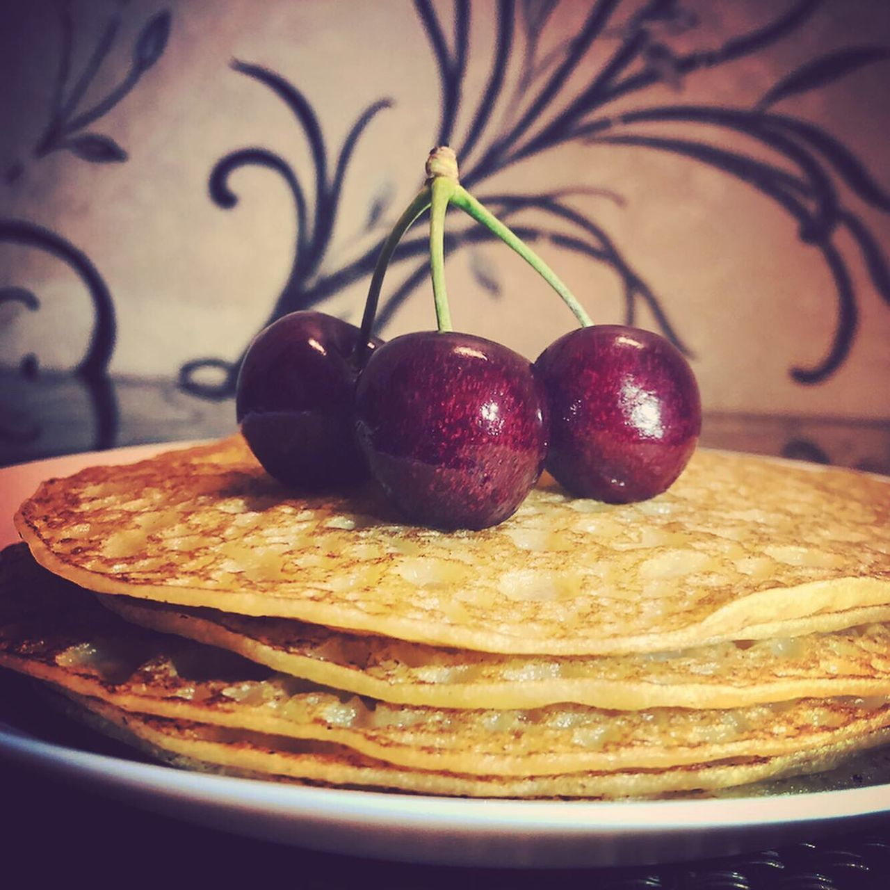 food, food and drink, fruit, healthy eating, freshness, indoors, wellbeing, plate, still life, close-up, no people, cherry, table, ready-to-eat, apple - fruit, focus on foreground, sweet food, selective focus, berry fruit, dessert, apple, temptation, ripe, breakfast, snack