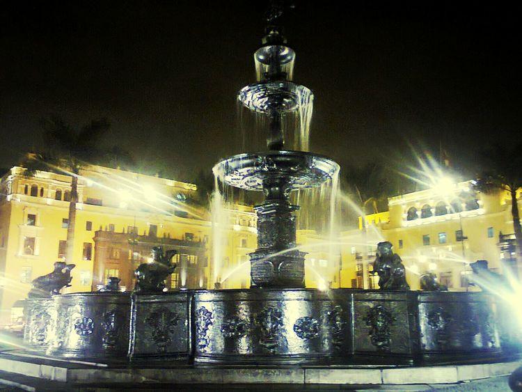 Noche en solitario... Lima-Perú Hello World