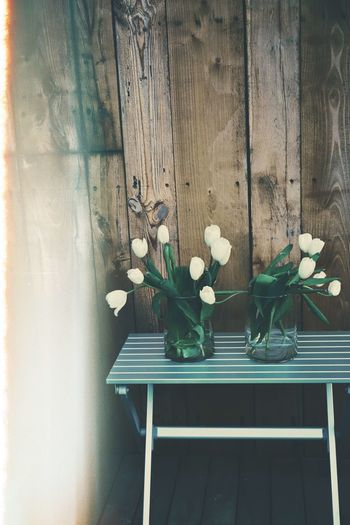 Tulip Tulips Flowers Table Bouquet Bouquet Of Flowers Plant Flowering Plant Flower Wood - Material Beauty In Nature Nature Day No People Vulnerability  Fragility Freshness Growth Petal Outdoors Leaf Plant Part Close-up White Color Flower Head Flower Arrangement