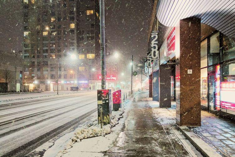 Walking At Night City Life Snowing ❄ Street Photography Walking Around Beautiful Light And Shadow