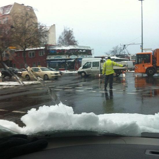 Trafik felç Berlin'de !! 40 cm üzere kar yağmış !!