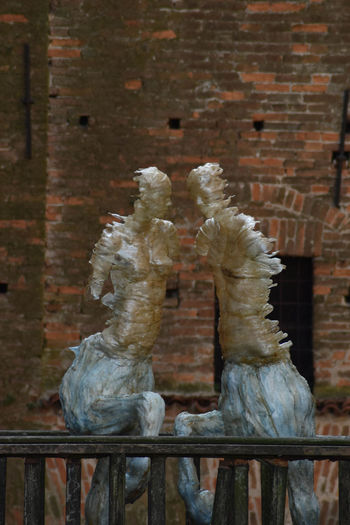 Statue of birds against brick wall