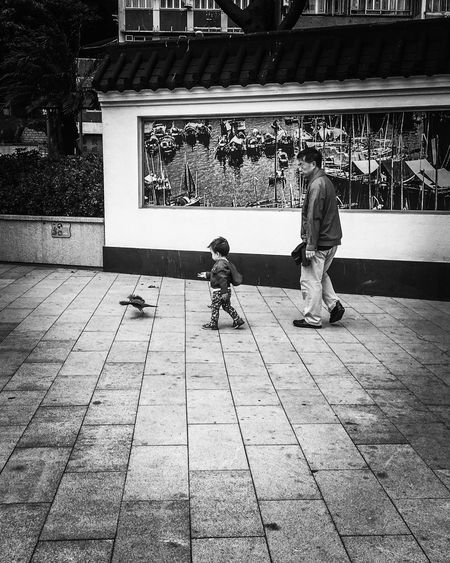 Streetphotography Streetphoto_bw Monochrome Showcase: November Leading Lines Bird Chasing Childhood Enjoying Life Family Time Wall Art Old Pic  Follow Onebyone Garden Quene Grids Boats B&w Street Photography Telling Stories Differently The Following