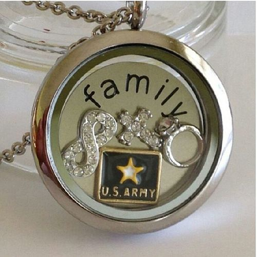 @leibleulockets I would so get this for my mom...retired SGM Wylie. She served her country for 26 years in the United States Army. She has infinite faith, is God fearing and loves my daddy dearly...her husband of 28 years♥ Leibleulockets
