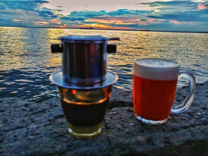 marriage life is about two different kinds of drink but still can co-exist. #coffee #thaitea #vietnamiscoffee #thaitealate #melawai #balikpapan #coffeecoy #sunset #melawaibeach