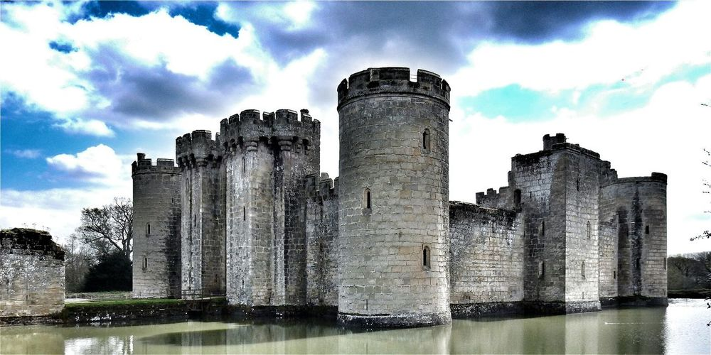 43 Golden Moments Bodiam Castle Hanging Out Taking Photos Check This Out Hello World Relaxing Enjoying Life Hanging Out Amazing Today's Hot Look Bestoftheday Beautiful Best EyeEm Shot Magical Modern Art