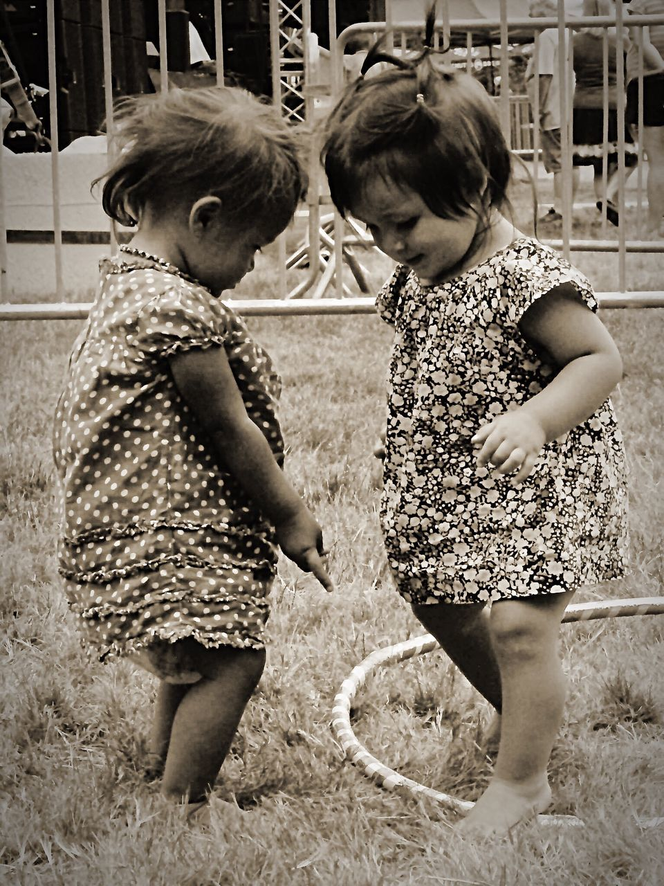 two people, childhood, girls, togetherness, full length, real people, sibling, child, standing, outdoors, playing, leisure activity, day, cute, bonding, boys, children only, friendship, grass, people