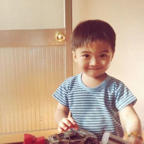 好乖😊 小孩的笑聲很治癒啊🌻 Prettyboy Boy Smile Nice Angle Toy Toys Car Cute Handsomeboy 微笑 男孩 漂亮 小時候玩伴的小孩