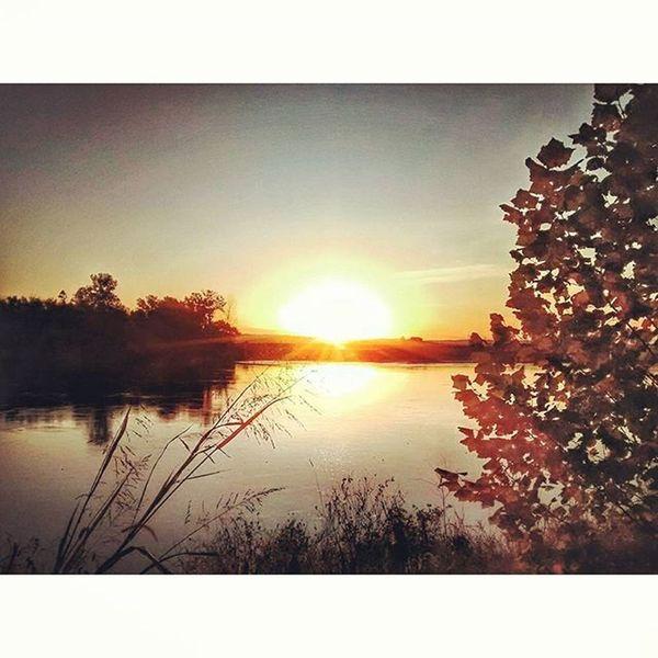 Sunrise in Atchison Kansas 2..... Ks_pride Atchison Kansassunrises Kansasphotos Kansasphotographer Wow_america_landscape Sunriserunning Sunrise_sunsets_aroundworld Sunup Missouririver Sun Waterscapes Water Fuckyeah Kansassunrise