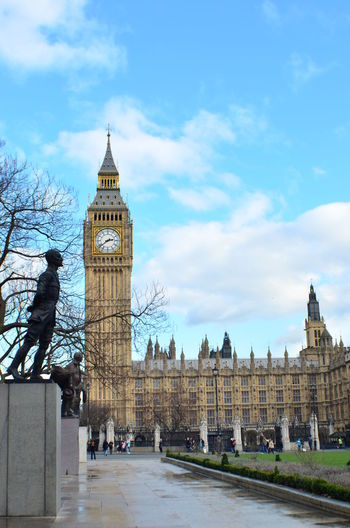 EyeEm LOST IN London Architecture Building Exterior Built Structure City Clock Clock Tower Cloud - Sky Day History Outdoors Real People Sky Tourism Tower Travel Destinations Tree