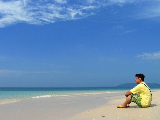 Sea Beach Water Shore Sand Horizon Over Water Casual Clothing Vacations Full Length Leisure Activity Tranquil Scene Scenics Tranquility Tourism Sky Tourist Solitude Blue Travel Destinations Beauty In Nature