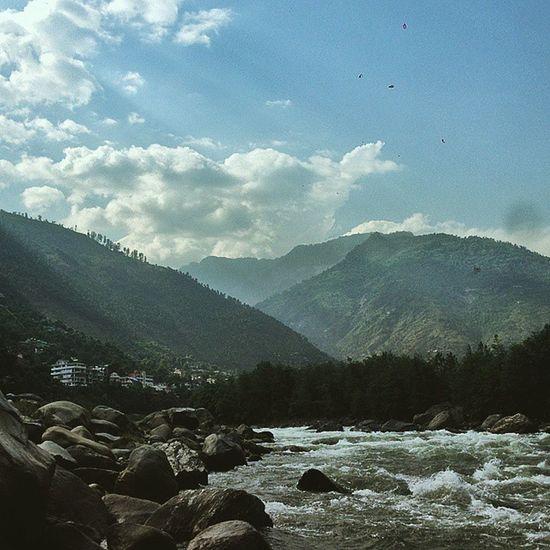 Throwback Thursday: Trip to the Himalayas Majormissing TBT  Scenic Beautifulnature Himalayas Riverbeas Riverside