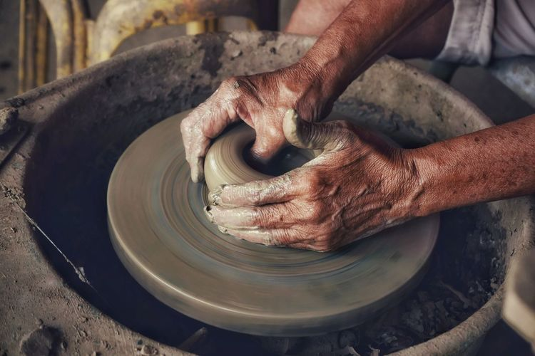 Industry Business ASIA Surface Background Lifestyles Indoors  Hand Handmade Human Hand Working Occupation Clay Making Skill  Business Finance And Industry Expertise Close-up Earthenware Craft Pot Art Art And Craft Ceramics Pottery Sculptor Molding A Shape Craft Product Craftsperson Terracotta