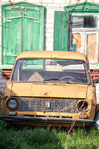 Abandoned car in city